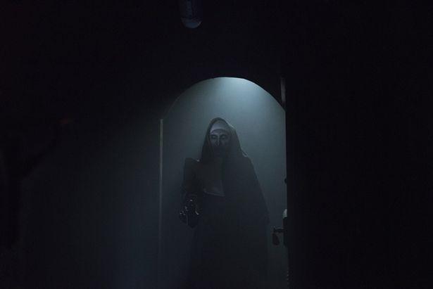 """『死霊館』シリーズの中でも最恐キャラクターとして人気の悪魔のシスターが""""ヴァラク""""だ"""