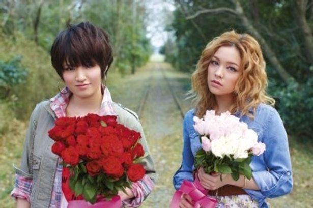 「君の横顔〜Eternal First Love〜」を歌うLove