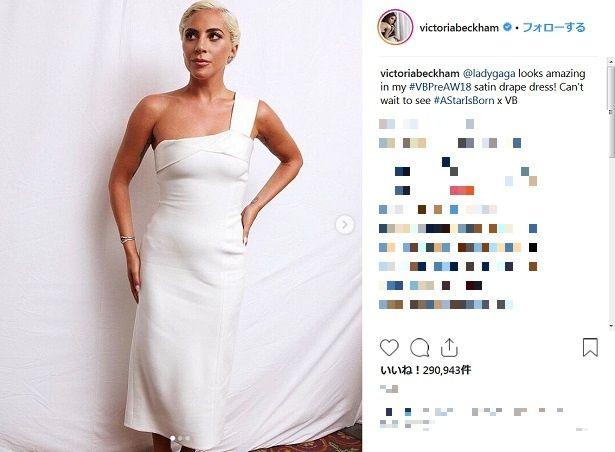 【写真を見る】ヴィクトリア・ベッカムもインスタで絶賛!シンプルかつゴージャスなレディー・ガガの白ドレス