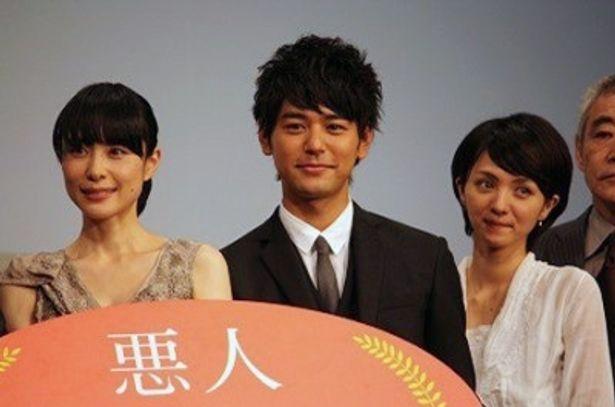 「役者人生をやってきて、やれることをすべて出し切った作品です」と自信満々の妻夫木聡(写真中央)