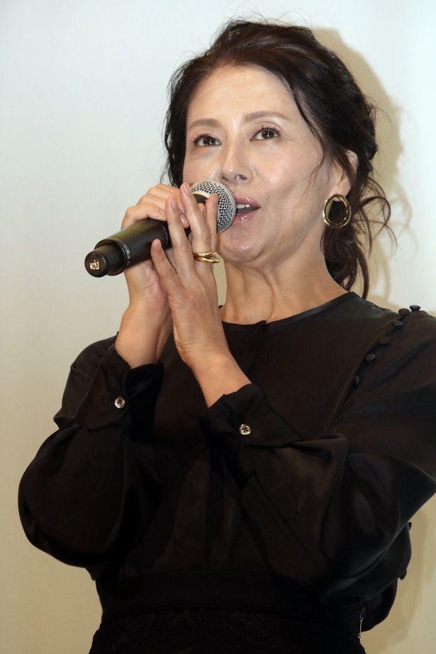 小泉今日子が『食べる女』の舞台挨拶に登壇