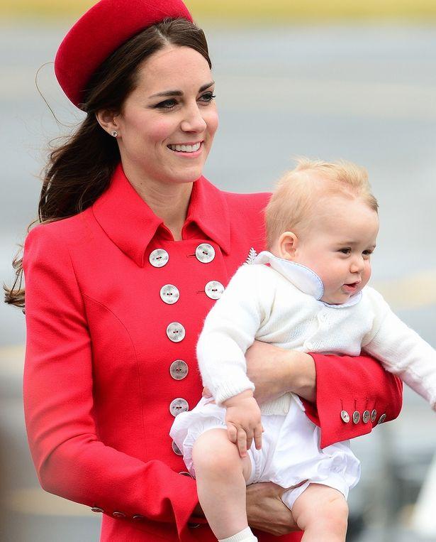 幼かったジョージ王子は今やしっかり者に