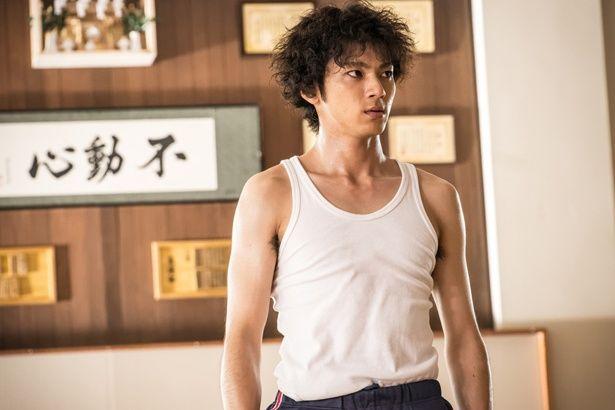 山田裕貴が真剣バトル!『あの頃、君を追いかけた』で見せた緊迫の表情
