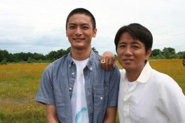 藤井フミヤの新曲「今、君に言っておこう」のミュージックビデオで共演した高良健吾