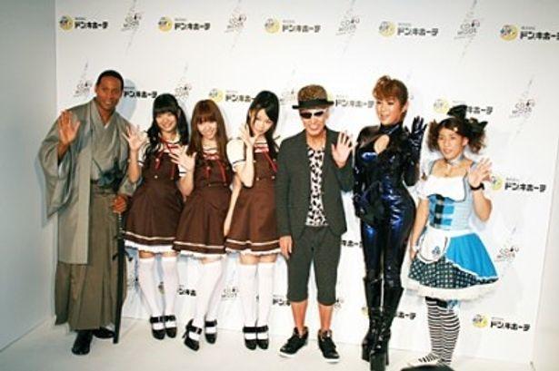 ダンテ・カーヴァー、AKB48・北原里英、河西智美、指原莉乃、テリー伊藤、はるな愛、吉田沙保里選手(写真左から)