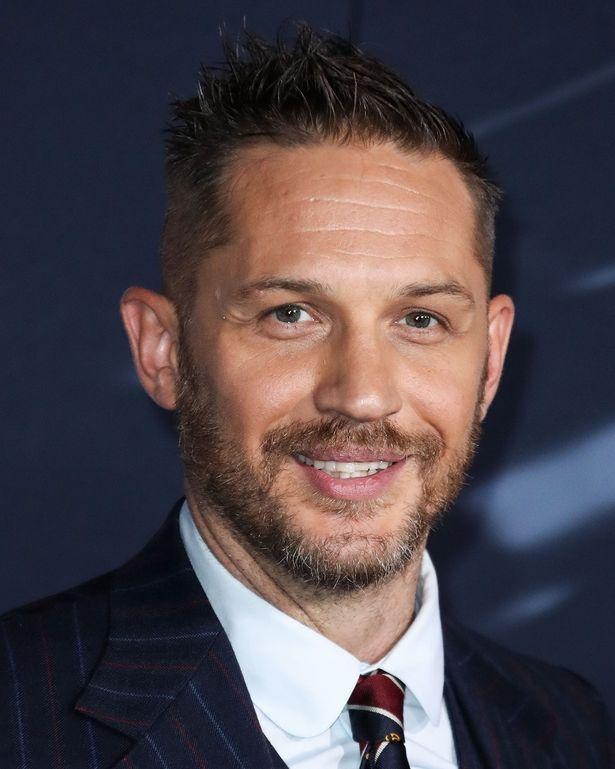 トム・ハーディが『ヴェノム』のレッドカーペットに登場
