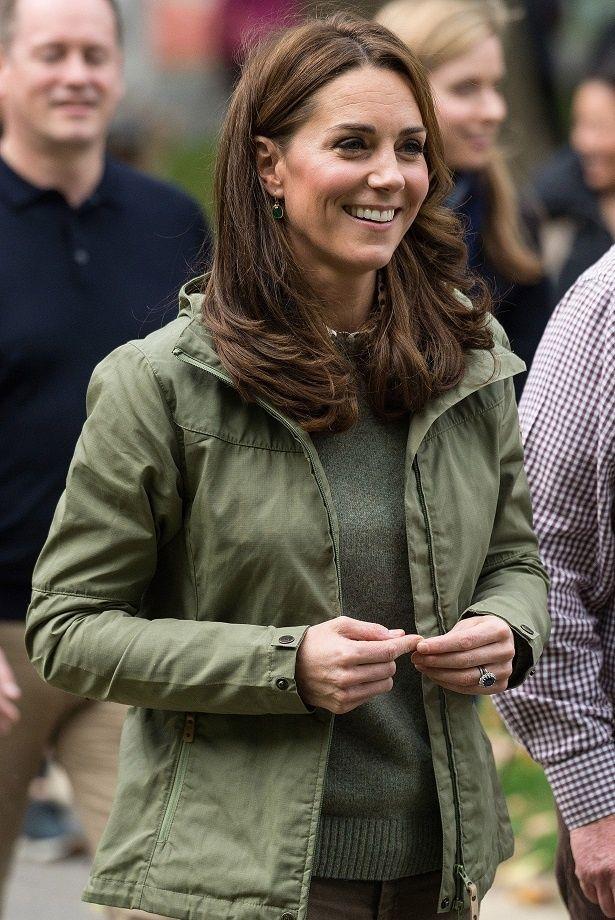 ルイ王子を出産して以来、初の公務でのキャサリン妃