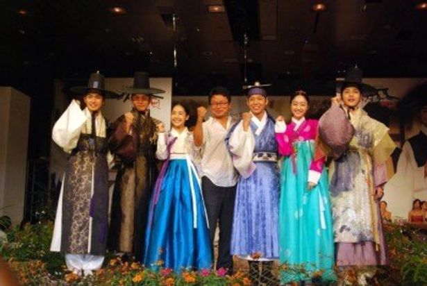 韓国テレビドラマ『トキメキ☆成均館(ソンギュンガン)スキャンダル』の制作発表会に登壇した一同