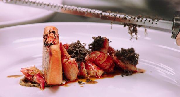 見ているだけでよだれが出てしまいそうな美しいメニューの数々『アラン・デュカス 宮廷のレストラン』