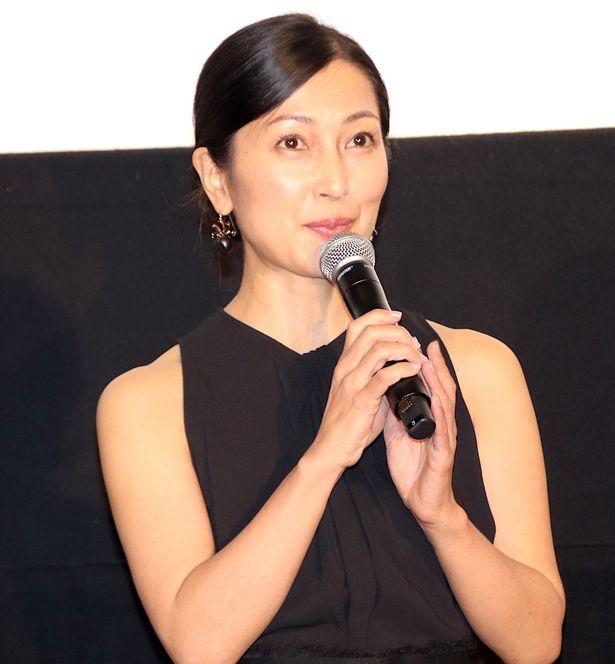 初日舞台挨拶に登壇した鶴田真由