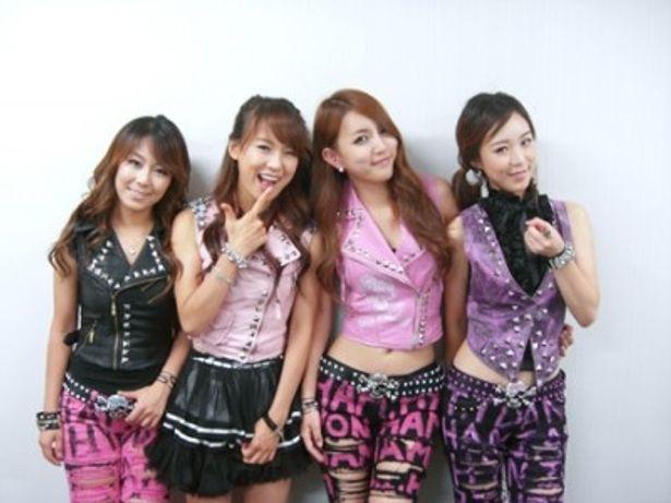 メンバーはミユ、ガヒョン、ヒョニ、スジンの4人(写真左から)