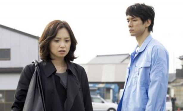 ふたりの演技派俳優が、失踪する課長とそれを追うOLに扮した傑作サスペンスが登場
