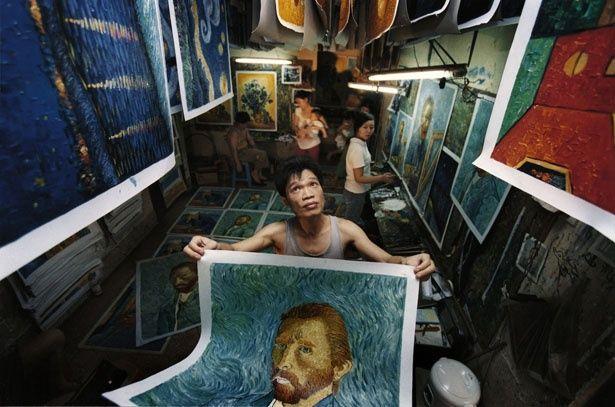 フィンセント・ファン・ゴッホの絵に魅せられ、彼の複製画を描き続ける趙小勇(チャオ・シャオヨン)