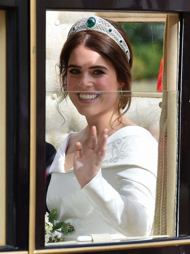 【写真を見る】結婚式に向けてダイエットに成功?顔もほっそりしたユージェニー王女
