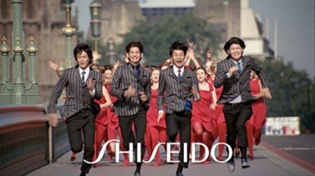 「RUN!!!」篇では小栗旬、瑛太、妻夫木聡、三浦春馬(写真左から)がさまざまな人から追い掛けられる