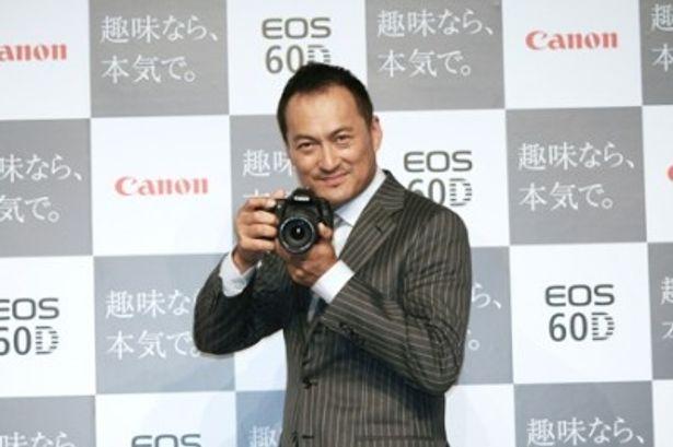 コミュニケーションパートナーとして、新製品発表会に登場した渡辺謙