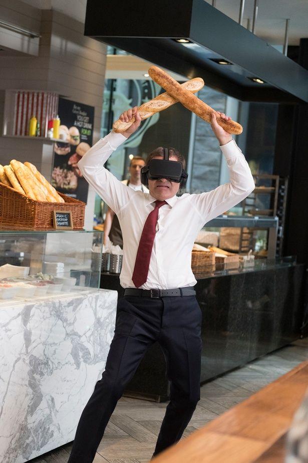 初VRに熱中しすぎてフランスパンを両手にパン屋で大暴れするジョニー!