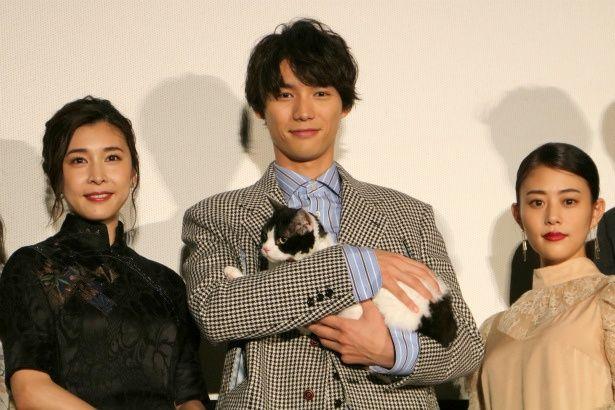 『旅猫リポート』公開記念舞台挨拶に登壇した福士蒼汰、高畑充希、竹内結子