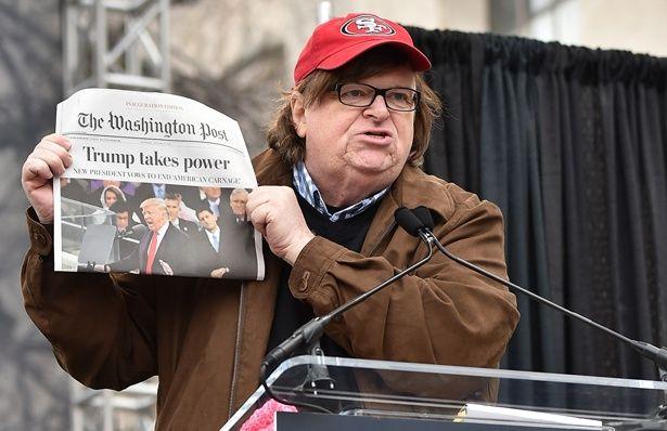 アポなしの取材スタイルでアメリカの社会問題に切り込んでいくマイケル・ムーア監督