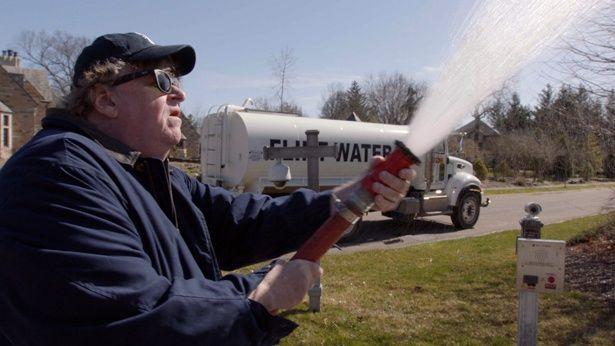 ミシガン州知事邸に汚染水をまき散らすなど、過激なスタイルは健在!