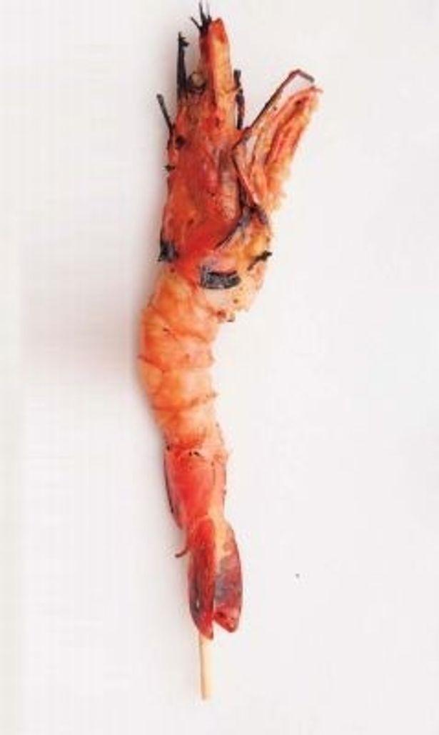 こだわりの魚串がズラリ! 2日以上漬け込む甘めの味噌が秀逸な「海老の味噌漬け」(280円)