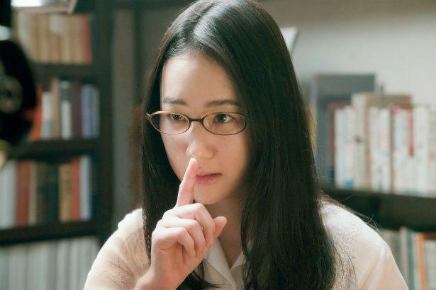 本に対する情熱は誰よりも熱い、ビブリア古書堂の店主・篠川栞子(黒木華)