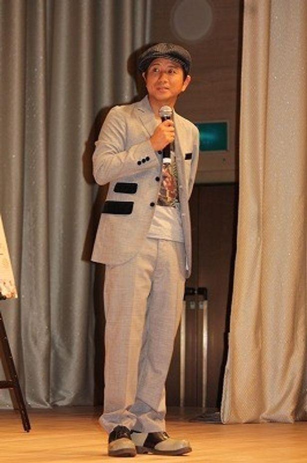 小洒落たスーツで登壇した藤井