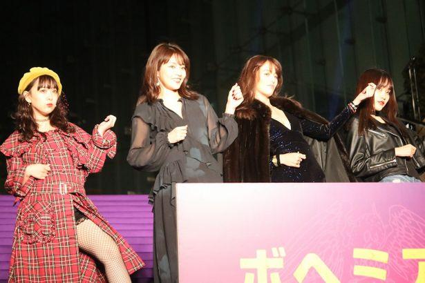 クイーンが大好きなモデルたち。左から平松可奈子、松山亜那、菊川リサ、保崎麗