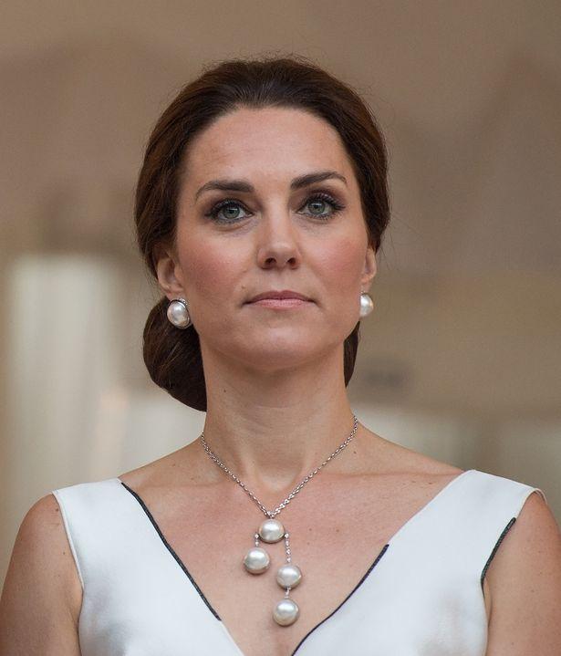 キャサリン妃が戦没者追悼式典でもファッションセンスを発揮