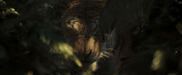 ベネディクト・カンバーバッチは、虎のシア・カーンに扮した