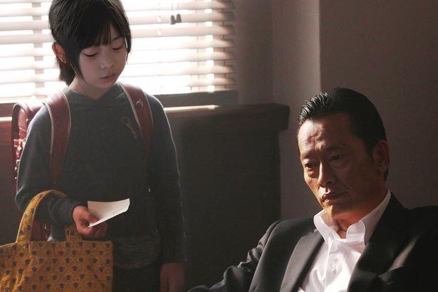 遠藤憲一が小学2年生の女の子とバディに!