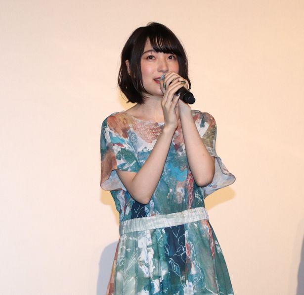 舞台挨拶に登壇した上田麗奈
