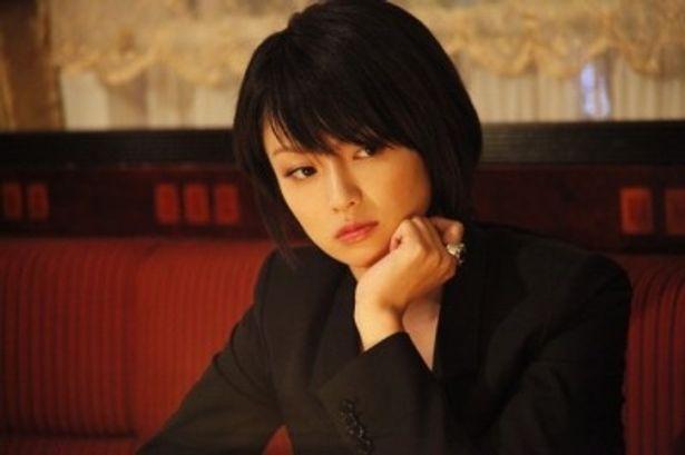 4年半ぶりの映画主演を果たし、自身の音楽活動以外では初となるPV出演も決まった深田恭子