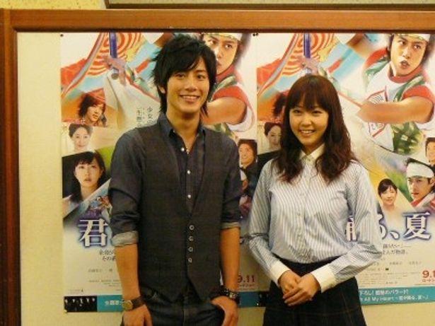 「あたたかい気持ちになれる映画です」と話す溝端淳平(左)と木南晴香(右)