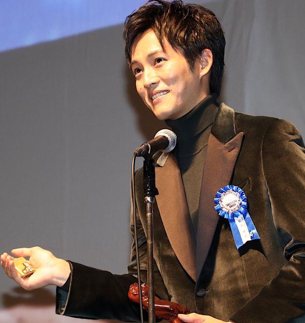 松坂桃李、第10回TAMA映画賞で最優秀男優賞を受賞!役所広司からもらったライターと共に登壇