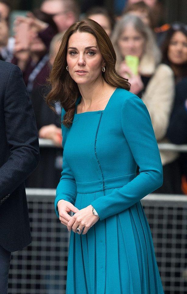 キャサリン妃がまたも着回しドレスを着こなす