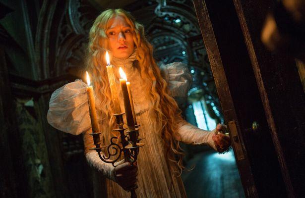 ミア・ワシコウスカが主演を務めたゴシック・ホラー『クリムゾン・ピーク』