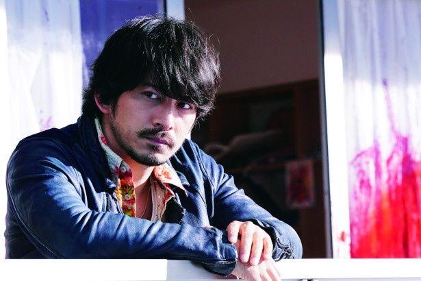 『来る』でオカルトライターの野崎和浩役を演じた岡田准一