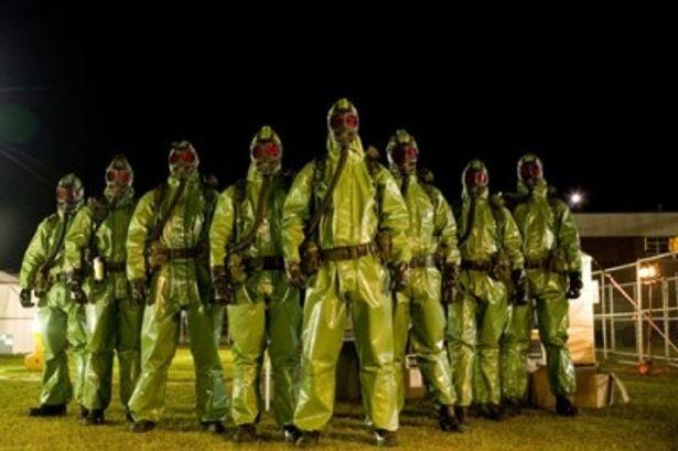 主人公たちを追い回す完全防備の不気味な軍隊