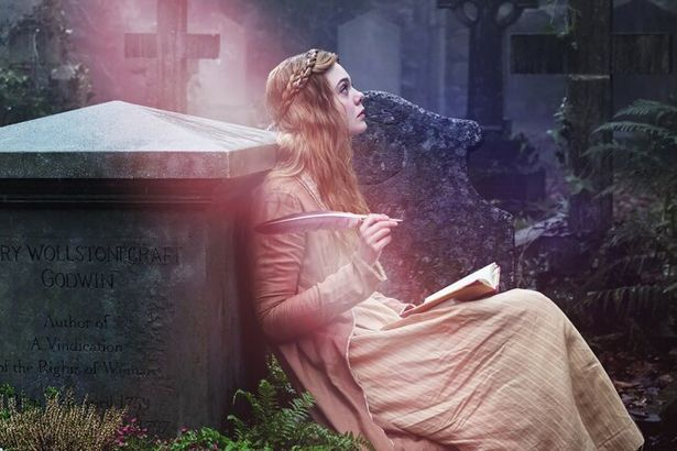【写真を見る】「フランケンシュタイン」の作者をエル・ファニングが演じる『メアリ―の総て』
