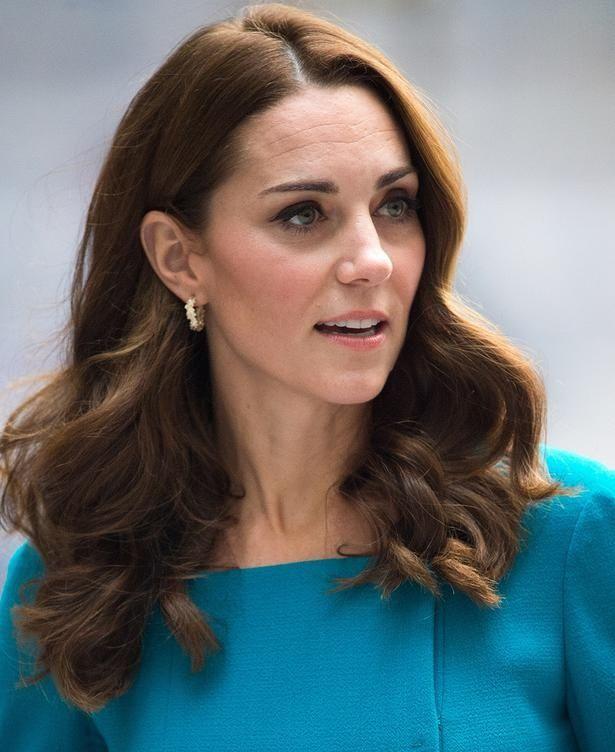 キャサリン妃の小児病院訪問ファッションに注目集まる