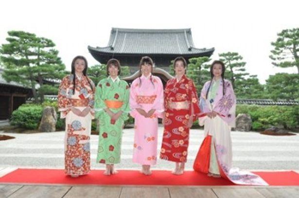 左からミムラ、水川あさみ、上野樹里、宮沢りえ、鈴木保奈美が取材会に参加