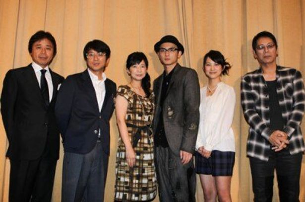 舞台挨拶に登壇した、左から、国本雅広監督、藤井フミヤ、宮崎美子、高良健吾、谷村美月、大杉漣