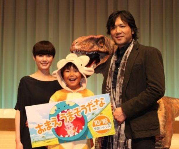 舞台挨拶に登壇した、左から、原田知世、加藤清史郎、別所哲也