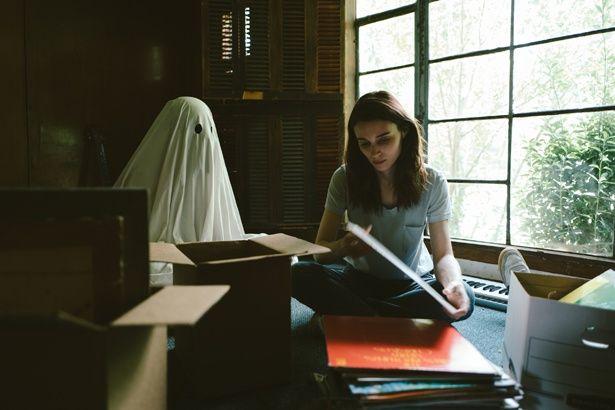 シーツ姿の幽霊と生き別れた妻とのせつないストーリーが展開される『A GHOST STORY/ア・ゴースト・ストーリー』