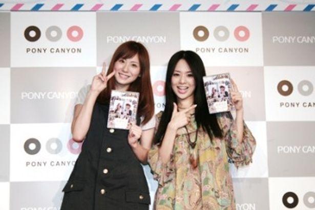 DVD発売記念イベントに登場した麻美ゆま(写真左)と蒼井そら(写真右)