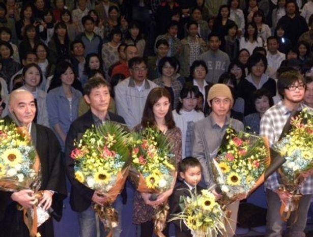 左から、玄侑宗久、小林薫、ともさかりえ、スネオヘアー、加藤直輝監督