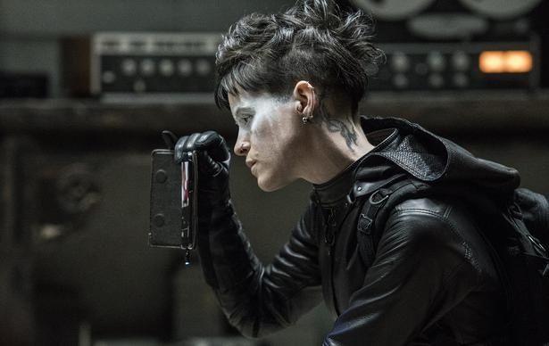 新生リスベットに扮するのは『ファースト・マン』でゴールデングローブ賞にノミネートされたクレア・フォイ(『蜘蛛の巣を払う女』)