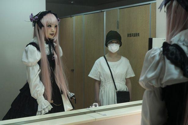 橋本環奈は、リョウコという役柄で出演する(『十二人の死にたい子どもたち』)