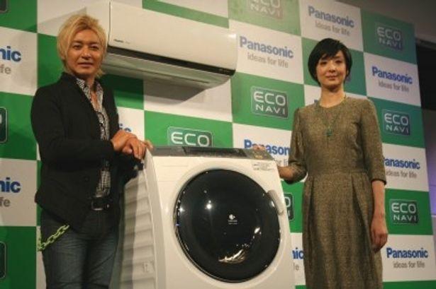 発表会には、新「エコナビ」キャンペーンキャラクターの(写真左から)つるの剛士、草刈民代が登場